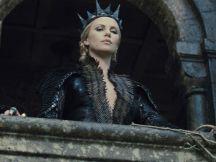 Charlize-Theron-la-regina_o_su_horizontal_fixed