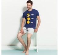 I520x490-pigiama-uomo-con-stampa-colorata-emoji-blu-scuro-yamamay-rosa-primavera