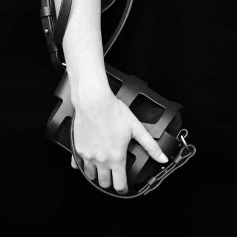 La borsa Tiny Cage Black O-ring-CLASSIC O-RING TINY CAGE BAG BLACK €896.94